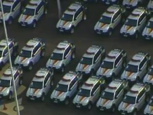 Grupo de carros da Polícia Militar do Distrito Federal (Foto: TV Globo/Reprodução)