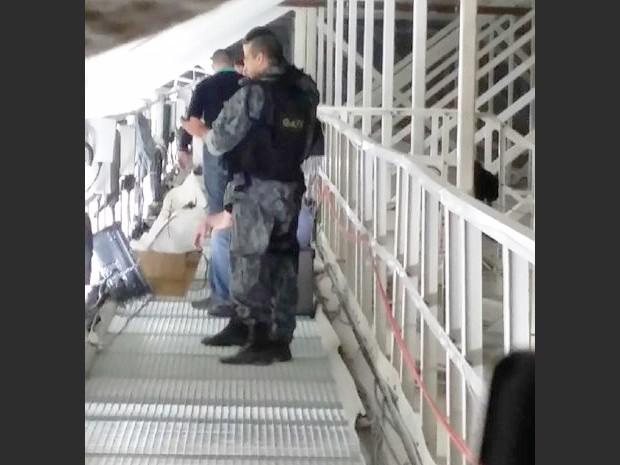 Imagem feita por atirador foi enviada a  superiores; foto consta em relatório sobre o caso (Foto: Divulgação)
