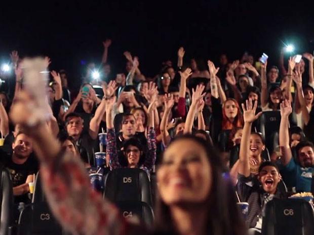 Thaynara durante ação social promovida em cinema de São Luís (Foto: Stúdio A / Divulgação)