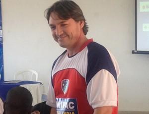 Treinador do Portal de Uberlândia, Gilson Batata  (Foto: Gullit Pacielle)