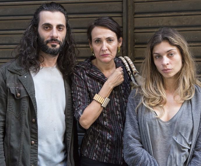 Grazi Massafera voltou a gravar cenas importantes para a trama ao lado de Ana Barroso e Flavio Tolezani (Foto: Felipe Monteiro / Gshow)