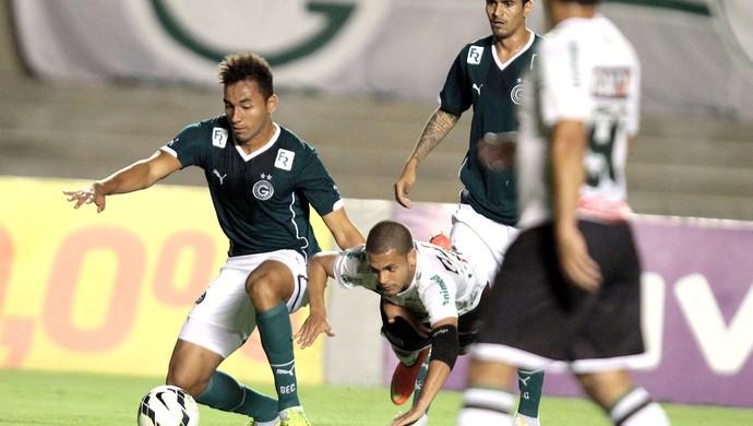 Pedro Henrique, Goiás X Figueirense (Foto: Carlos Costa / Agência estado)