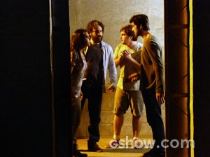 Ele liberta a tropa (Foto: Além do Horizonte/TV Globo)