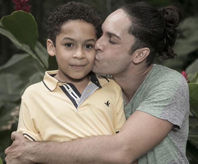 Rainer Cadete e o filho Pietro (Foto: Inácio Moraes/Gshow)