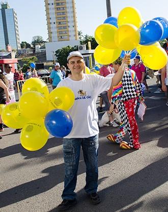 A TV Fronteira distribuiu balões para alegrar e colorir a festa (Foto: Rodrigo Oliveto)