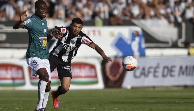 Serginho foi titular pela Caldense em 2015 (Foto: Douglas Magno)