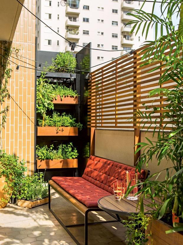 Artesanato Sustentavel No Tocantins ~ Apartamento com terraço e horta ganha ares de casa Casa e Jardim Decoraç u00e3o