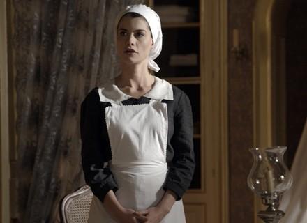 Lívia sofre ao saber data de casamento de Felipe