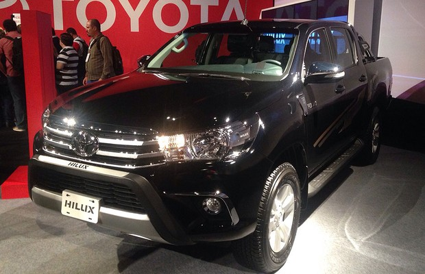 Dianteira da Toyota Hilux 2016 (Foto: Julio Cabral / Autoesporte)