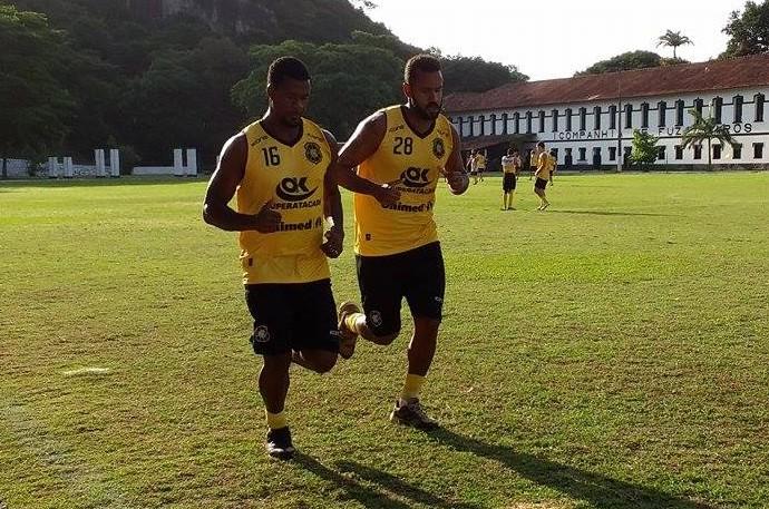 Volante e capitão Léo Oliveira e o zagueiro Bruno Simões ainda seguem fora do Rio Branco-ES (Foto: Richard Pinheiro/GloboEsporte.com)