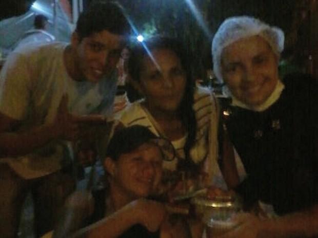 Sem convidados na segunda noite, aniversariante vendeu cardápio na folia de Carnaval (Foto: Divulgacão/Kariany Ferreira)