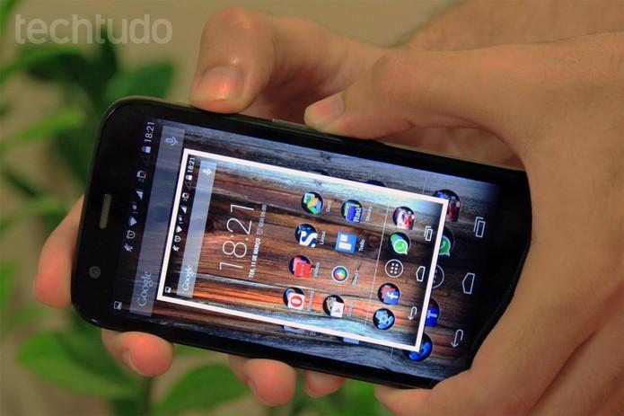 Fazer um print no Moto G é uma tarefa pouco ergonômica (Foto: Isadora Díaz/TechTudo)