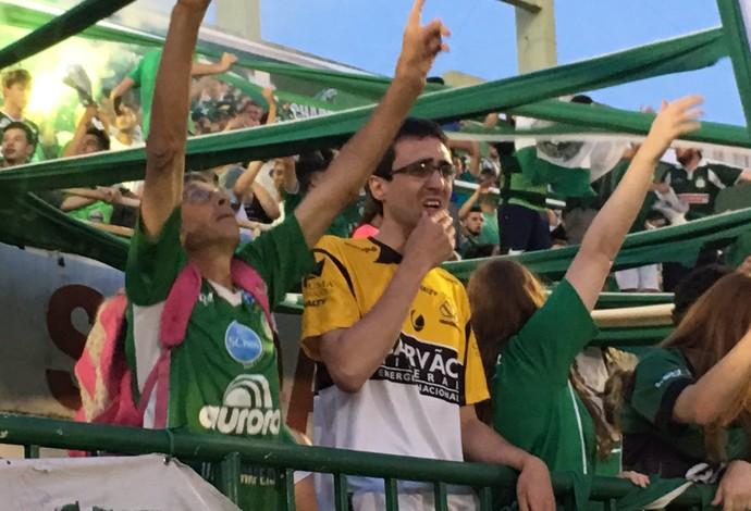 torcedor criciúma vigilia arena condá chapecoense (Foto: Diego Madruga / GloboEsporte.com)