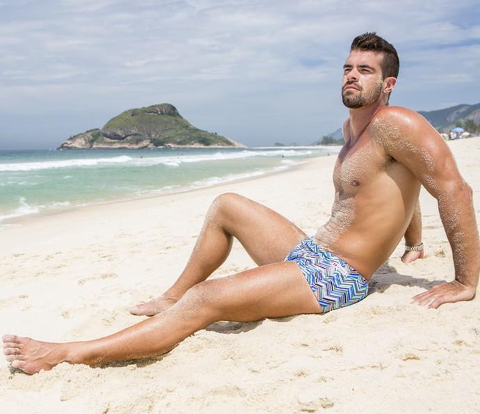 No final do treino, Borat descansa na areia (Foto: Felipe Monteiro/Gshow)