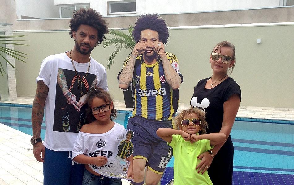 Trintão, Cristian ganha 'estátua' e show de Thiaguinho de presente ...