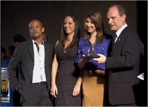 Equipe da EPTV recebe prêmio de jornalismo (Foto: Reprodução EPTV)