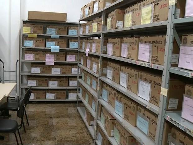 Urna foi recolhida e guardada no cartório eleitoral  (Foto: Reprodução/TV Gazeta)