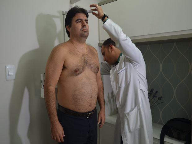 Endocrinologista analisa altura de André (Foto: Reprodução/TV Sergipe)