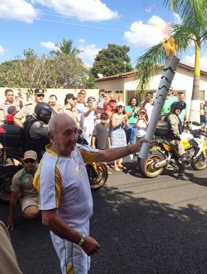 Tocha olímpica em Goiandira - última cidade em Goiás (Foto: Fernando Vasconcelos/GloboEsporte.com)