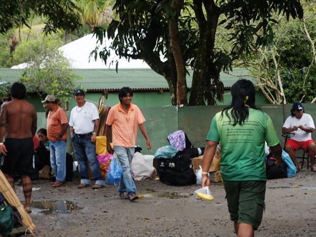 Índios fazem as malas após morte de karajá (Foto: Glauco Araújo/G1)