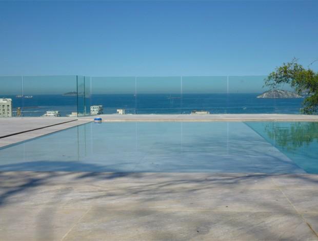 terraco jardim detalhe:Detalhe da piscina no terraço, onde festas e celebrações prometem
