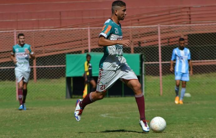 Sávio, zagueiro do time sub-20 da Desportiva (Foto: Henrique Montovanelli)