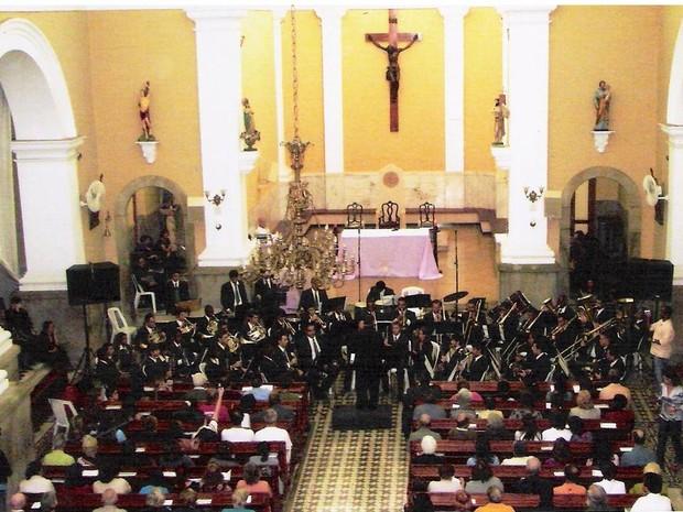 A banda volta a se apresentar na Catedral São João Batista (Foto: Euterpe Friburguense/Site da banda)