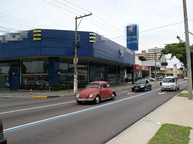 Troca de tiros aconteceu na Avenida Constantino Nery (Foto: Indiara Bessa/G1 AM)