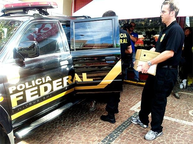 Polícia Federal apreende documentos na sede da ONG da ex-jogadora de basquete Karina (Foto: André Natale/EPTV)