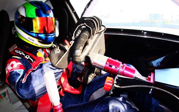 Stock Car - Felipe Fraga guia o carro de dois lugares da RBR Mattheis (Foto: Bruno Terena / Divulgação)