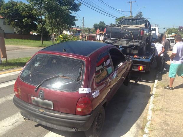 Motorista tentou desviar dos tiros e carro caiu em barranco (Foto: Caio Rocha/TV Rio Sul)