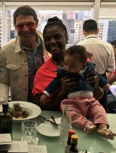 Adriana Alves com a família (Foto: Reprodução Instagram)
