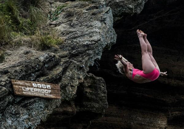 Rachelle Simpson saltando de Açores, Portugal, em julho de 2016 (Foto: Getty Images)