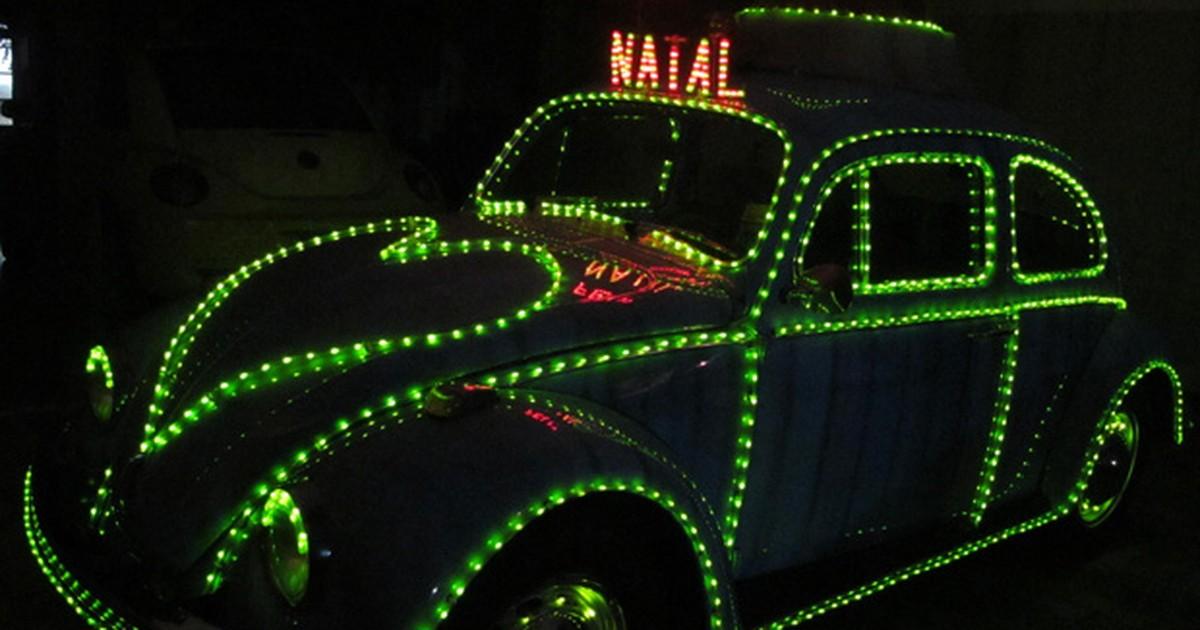 Eletricista troca decoração natalina em casa por 'Fusca Noel'