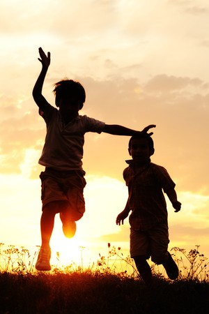 criancas_correndo (Foto: Shutterstock)