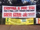 Grupo protesta contra PEC do gasto público em frente a anexo da Câmara