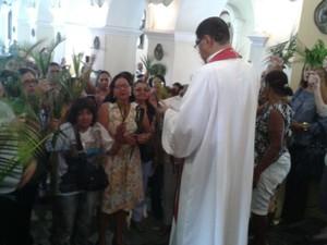 Missa do Domingo de Ramos é celebrada na Igreja Matriz em Petrolina, PE (Foto: Isa Mendes/ TV Grande Rio)