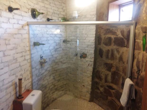 Tijolos foram reaproveitados na construção da casa em Guaraciaba (Foto: Eveline Pôncio/RBS TV)