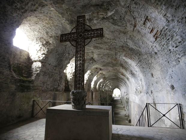 Gruta no interior da residência de verão do papa em Castelgandolfo. (Foto: Gregorio Borgia/AP)