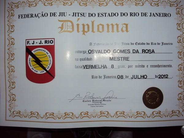 Diploma da faixa vermelha no Grau 8 de Osvaldo Paquetá (Foto: Reprodução/SporTV)