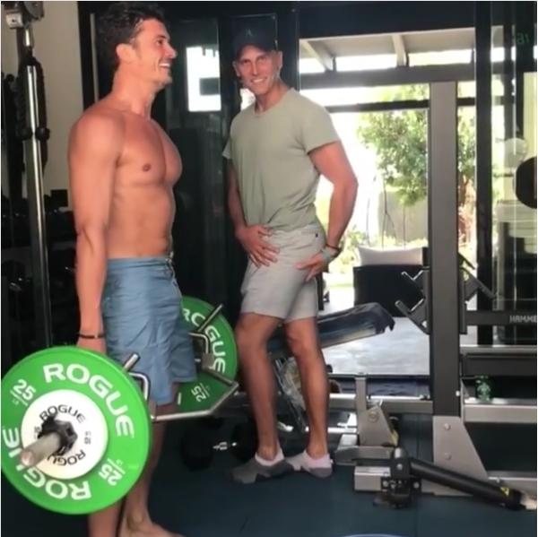 O ator Orlando Bloom durante seus treinamentos na academia (Foto: Instagram)