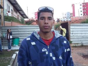 O metalúrgico Airton Silva afirma que invadiu porque precisa de moradia (Foto: Maiara Barbosa/G1)