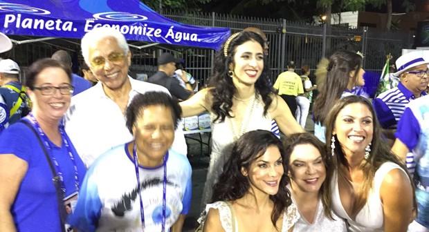 Marisa Monte e Paulinho da Viola posam com fãs (Foto: Editora Globo)