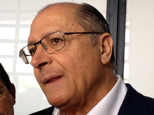 Governador concedeu entrevista no Aeroporto Estadual Adhemar de Barros (Foto: Ariane Viana/G1)