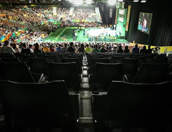Lugares vazios nas arquibancadas do levantamento de peso na Rio 2016 (Foto: Ricardo Nogueira)
