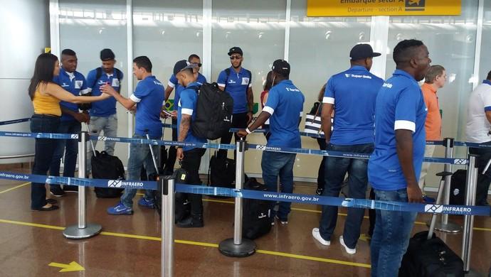 CSA embarque (Foto: Augusto Oliveira / GloboEsporte.com)