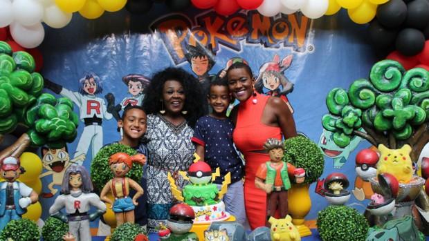 Angélica Ramos com os filhos e a mãe (Foto: Arquivo pessoal )