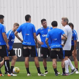 Quatro vitórias em sete jogos: o cálculo do Corinthians para salvar 2016