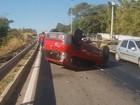 Capotamento deixa motorista ferida na BR-153, em Goiânia