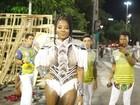 Ludmilla deixa as pernas de fora em ensaio técnico na Sapucaí